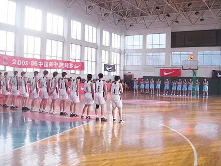 图文-NIKE高中篮球联赛天津赛区第三周两军对垒