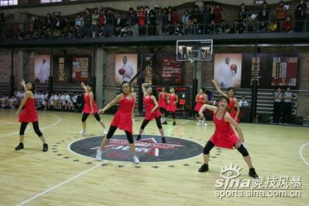 图文-NIKE中国高中篮球联赛北京全明星赛篮球宝贝