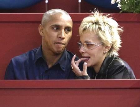 马德里网球大师赛 罗伯特 卡洛斯携妻子观球