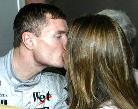 F1澳大利亚大奖赛 库特哈德夺冠女友香吻祝贺