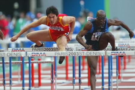 图文-田径世锦赛110米栏中国选手刘翔比肩约翰逊