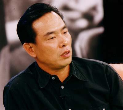 资料图片-中国乒乓球队总教练蔡振华做客《较田径运动概述ppt图片