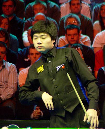 英锦赛决赛上半场丁俊晖领先单杆111分向冠军招手