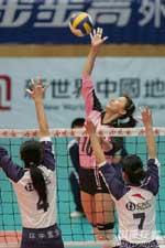 女排决赛首场王一梅难挽颓势天津逆转辽宁占先机
