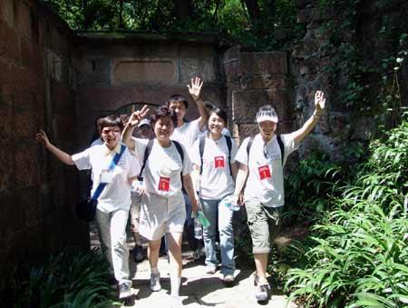 全民健身与奥运同行全国群众登山大会在青城山举行