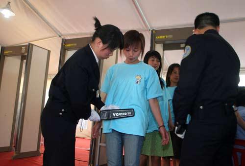 奥运安保人员专业培训 每位安检员一天手检50