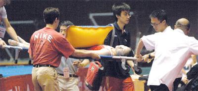 15岁体操女孩摔伤伤情严重桑兰悲剧可能重演(图)