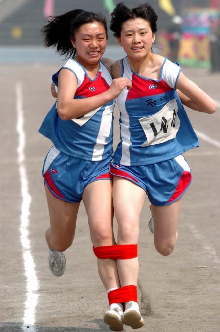 图文-[民运会]女子60米二人三足跑 姐妹花齐头并进_综合体育_NIKE新浪竞技风暴_新浪网