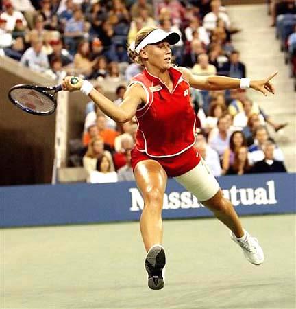 美网公开赛女单决赛德门蒂耶娃满场飞奔