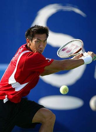 图文-尤兹尼率先晋级中网决赛斯里查潘反手削球