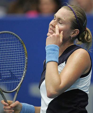 图文-林茨网球公开赛决赛鲍文娜仰天长叹