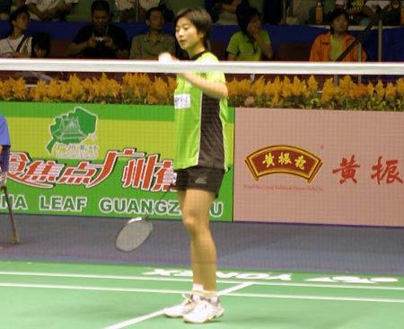 图文-中国羽毛球公开赛预选赛青衫小将准备发球