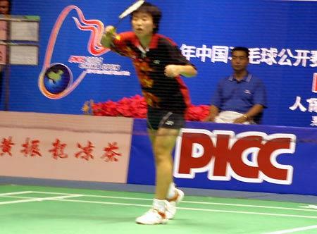 图文-中国羽毛球公开赛预选赛接球招式一板一眼