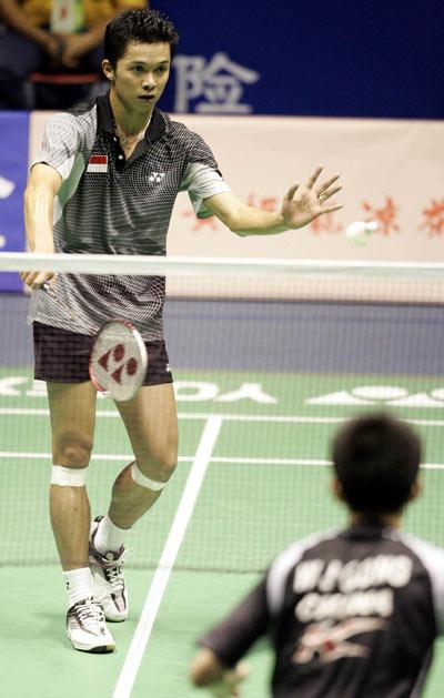 图文-中国羽毛球赛男单1/4决赛陶菲克回球