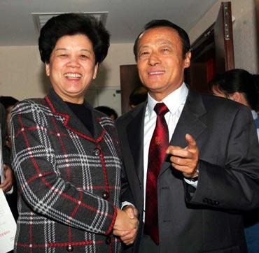 图文-体育总局主要领导变更陈至立与李富荣交谈