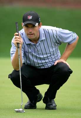 图文-2005高尔夫冠军赛第二轮哈林顿精打细算