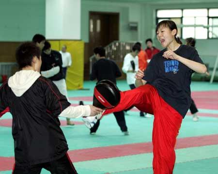 图文-跆拳道冠军备战训练罗薇声到脚到虎虎生风