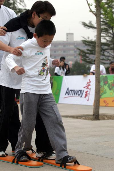 健康生活从今开始--奔向2008安利健康家庭三项赛