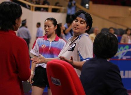 图文-世乒赛女单第三轮巴托菲对裁判判罚表示不满