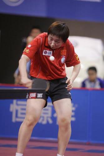 图文-世乒赛女单第三轮激战范瑛反手削球