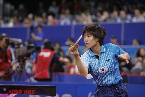图文-世乒赛女单第三轮激战文炫晶运用直拍打法