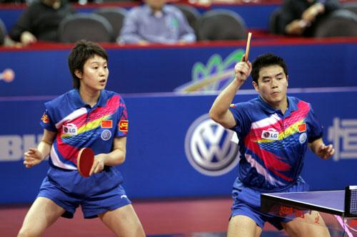 图文-第48届世乒赛混双决赛白杨反手大力进攻