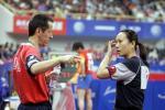 图文-世乒赛女单1/8决赛高军接受教练指导