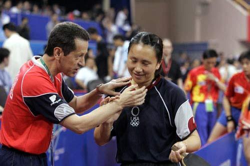 图文-世乒赛女单1/8决赛高军接受教练庆祝