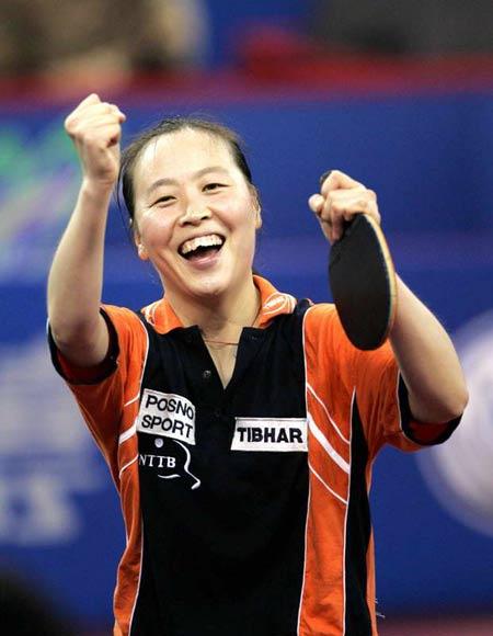图文-世乒赛女单1/8决赛李娇获胜笑容灿烂