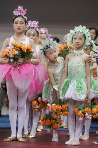 图文-上海世乒赛闭幕仪式小姑娘等待出场