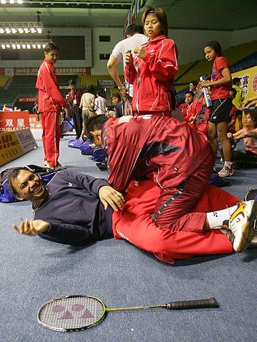 图文-第九届苏迪曼杯明日打响印尼队员轻松备战