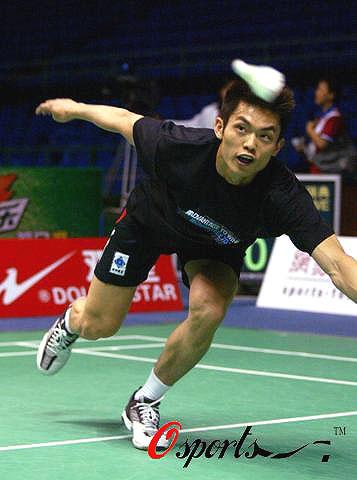 图文-中国队羽毛球队赛前练习超级丹状态极佳
