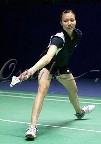 图文-中国队羽毛球队赛前练习羽坛美女姿势优雅