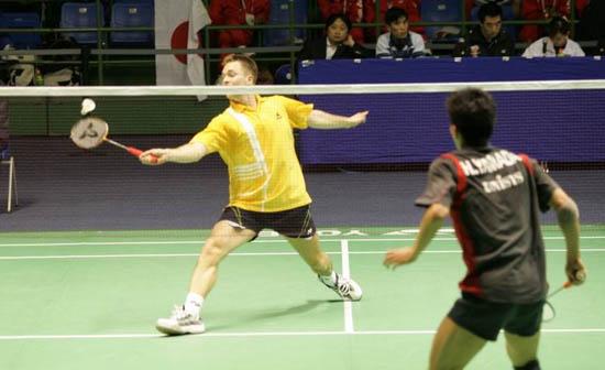图文-苏迪曼杯羽毛球赛首日赛况网前争夺激烈