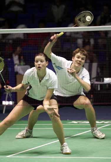 图文-苏迪曼杯羽毛球赛首日赛况一前一后配合
