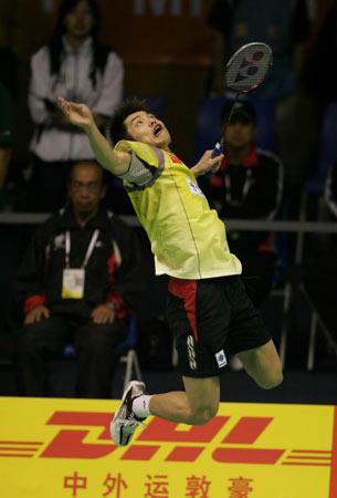 图文-[苏迪曼杯首日]中国VS瑞典林丹扣球气势磅礴