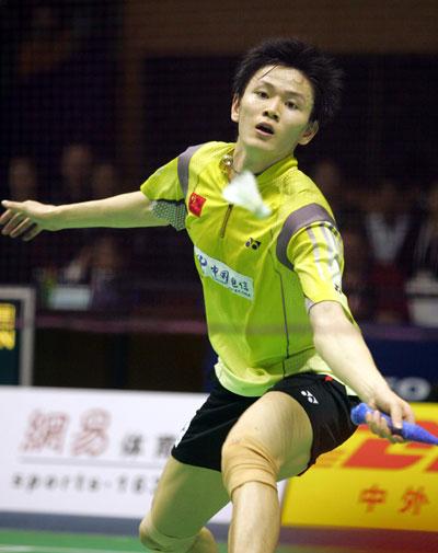 """图文-苏迪曼杯中国VS中国香港鲍春来""""捕小鸡"""""""