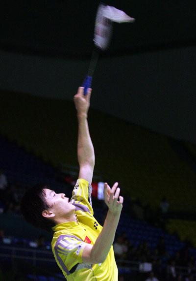 图文-苏迪曼杯中国VS中国香港鲍春来举火燎天