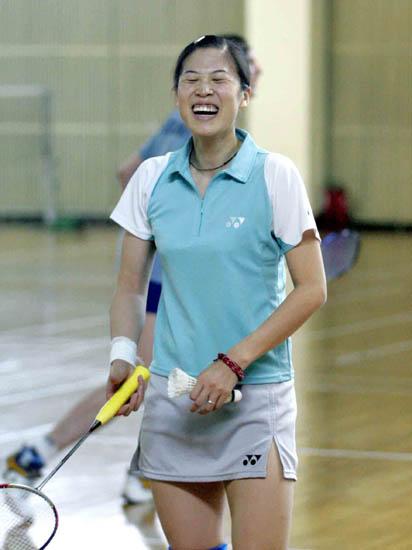 图文-苏迪曼杯羽球赛中国热身高��笑得合不拢嘴