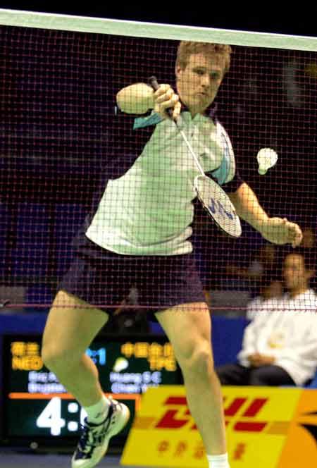 图文-苏迪曼杯羽毛球赛次日荷兰选手高跳反手回球