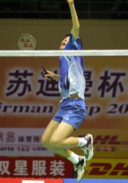 图文-苏迪曼杯羽毛球赛次日韩国男双选手侧身跳起