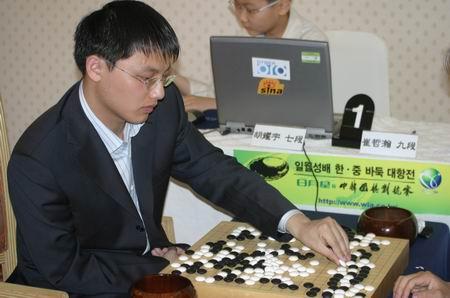 图文-中韩围棋对抗赛第三轮开战胡耀宇考虑得失