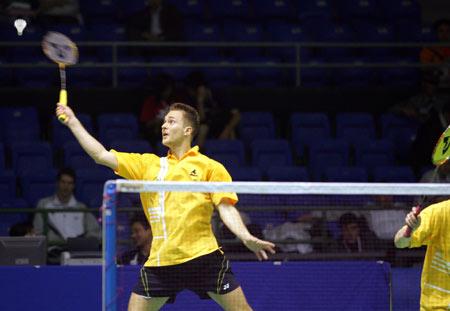 图文-苏迪曼杯第三日激战乌克兰男选手高跃回球