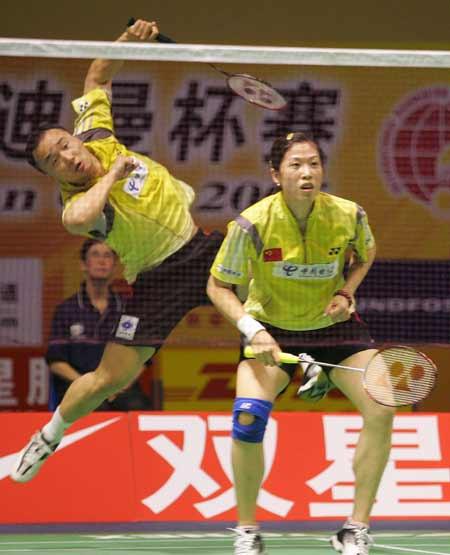 图文-苏迪曼杯中国VS印尼高��张军配合默契