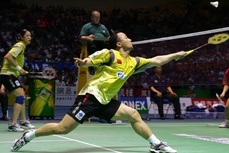 图文-苏迪曼杯决赛中国VS印尼张军网前回球