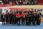 图文-中国击败印尼捧起苏杯李永波接过冠军奖杯