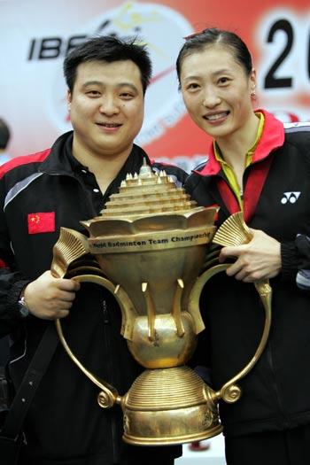 图文-中国击败印尼捧苏迪曼杯张宁与老公于洋