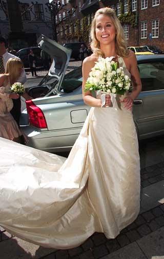 丹麦羽球公主马尔廷结婚白色婚纱更衬妩媚