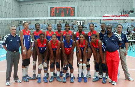 图文-2005中国国际女排精英赛古巴队全家福
