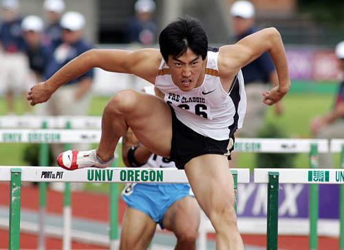 图文-普雷方丹田径赛刘翔夺冠迅速提拉